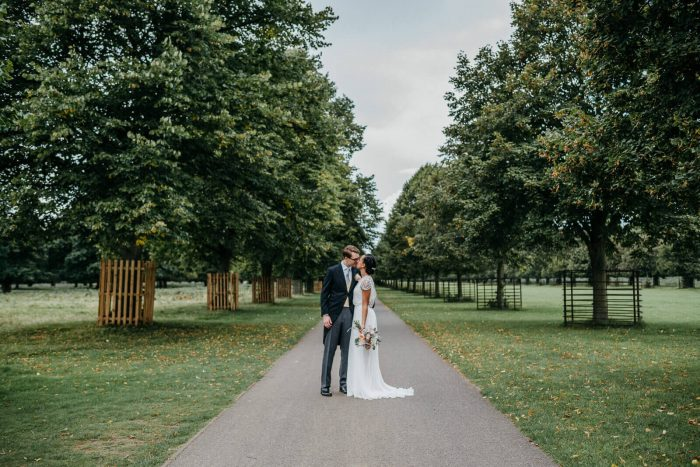 Stylish and elegant summer wedding in London at Hampton Court House