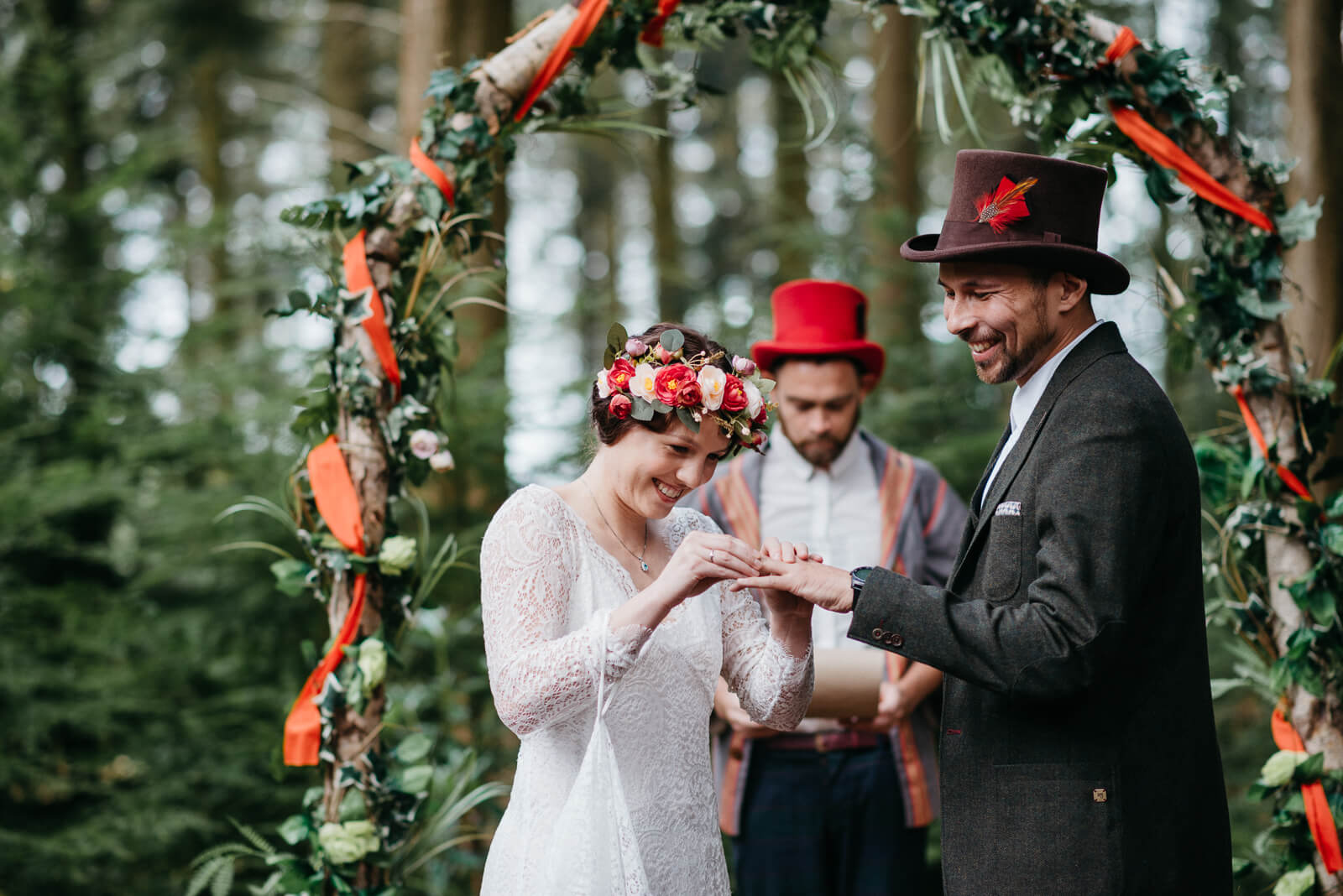 autumn woodland wedding with boho, alternative couple!