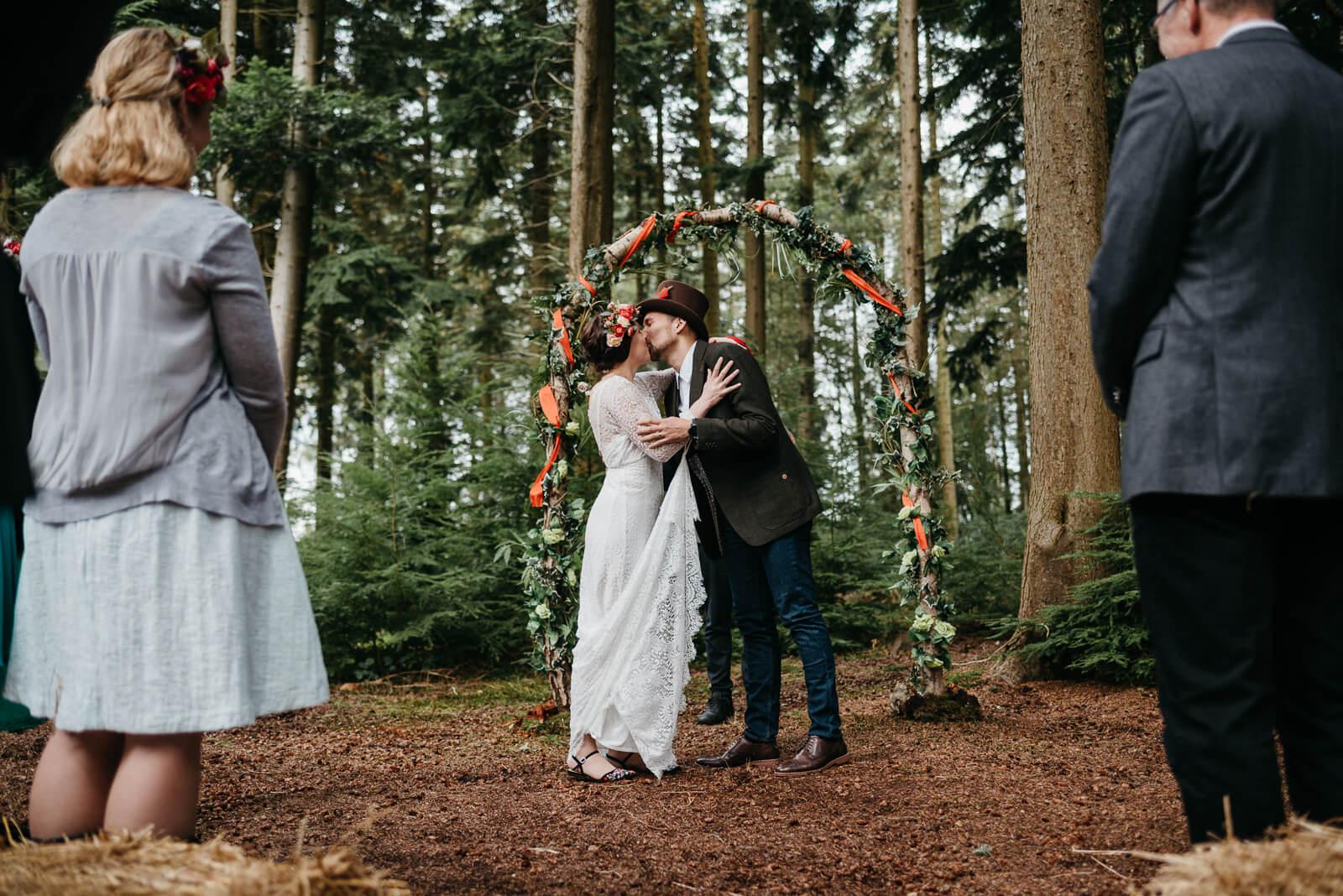 Woodland Wedding Photography: Woodland Wedding In The New Forest
